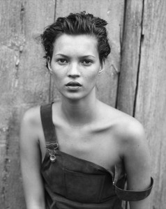 kate-moss-peter-lindbergh-1994-clichés-images-photos-photographies-noir-et-blanc-exposition-retrospective-paris-berlin-polka-galerie
